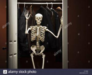 skeleton-standing-in-closet-waving-X11N93